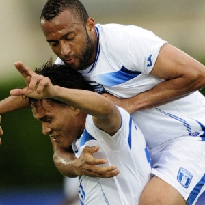 Em cobrança de falta, Julio León (e) abriu o placar para Honduras contra Belarus em amistoso