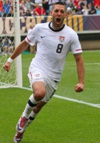Clint Dempsey comemora gol da vitória dos EUA sobre a Turquia
