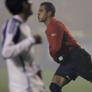 Alexis Sanchez comemora gol do Chile em vitória no amistoso contra Israel em Concepcion