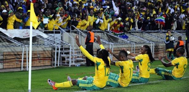 Jogadores da África do Sul comemoraram gol em amistoso de 2010, apontado em relatório da Fifa