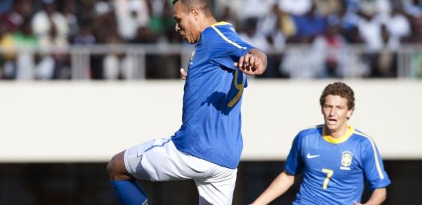 Elano jogou com Luis Fabiano na seleção. Já Renato atuou com centroavante no Sevilla - Antonio Scorza/AFP