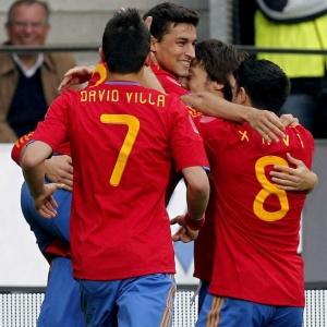 Jogadores da Espanha comemoram gol marcado por Navas contra a Coreia do Sul em jogo preparatório