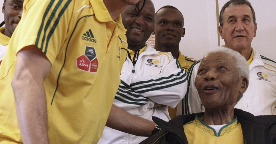 Nelson Mandela tem encontro com jogadores da seleção sul-africana e o técnico Carlos Alberto Parreira