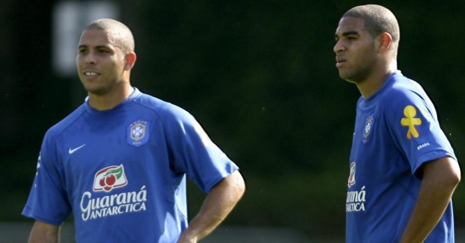 Ronaldo e Adriano em treino da seleção brasileira antes da Copa do Mundo de 2006