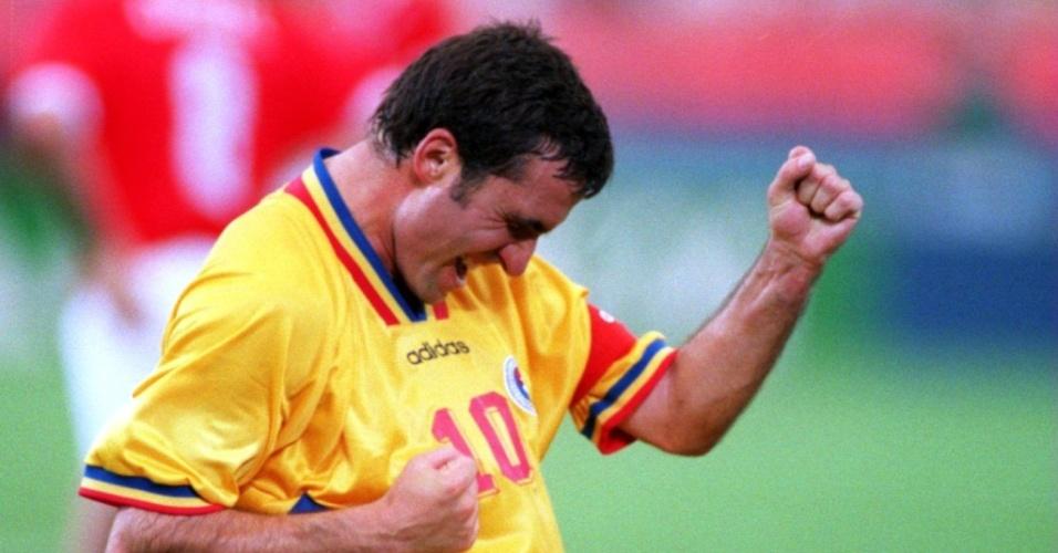 Gheorghe Hagi comemora gol contra a Suíça na Copa de 1994