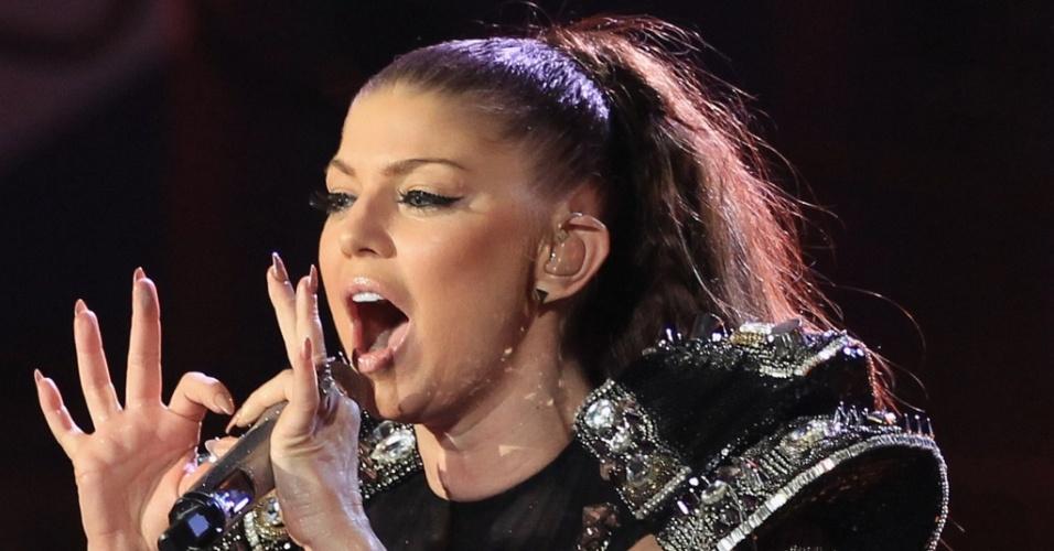 Cantora do Black Eyed Peas Fergie na cerimônia de abertura da Copa