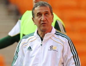 Carlos Alberto Parreira comandou treino da África<br> do Sul nesta quinta-feira no estádio Soccer City