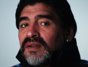 Maradona posa para foto oficial da Fifa na Copa