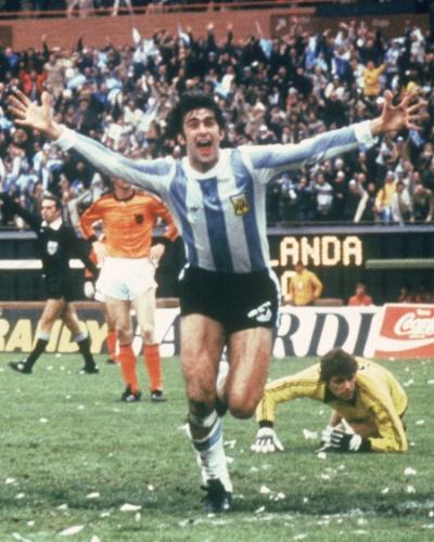 Mario Kempes comemora gol do título da Argentina sobre a Holanda na Copa de 1978