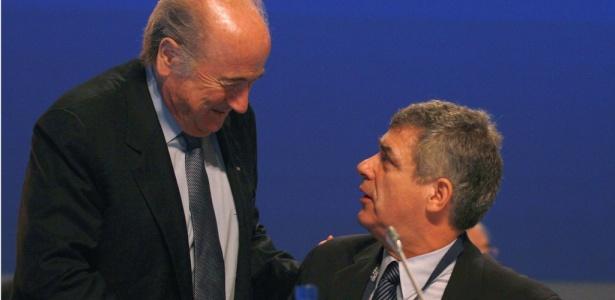 Ángel María Villar (dir.) conversa com Joseph Blatter - Alexander Hassenstein /Fifa/Getty Images