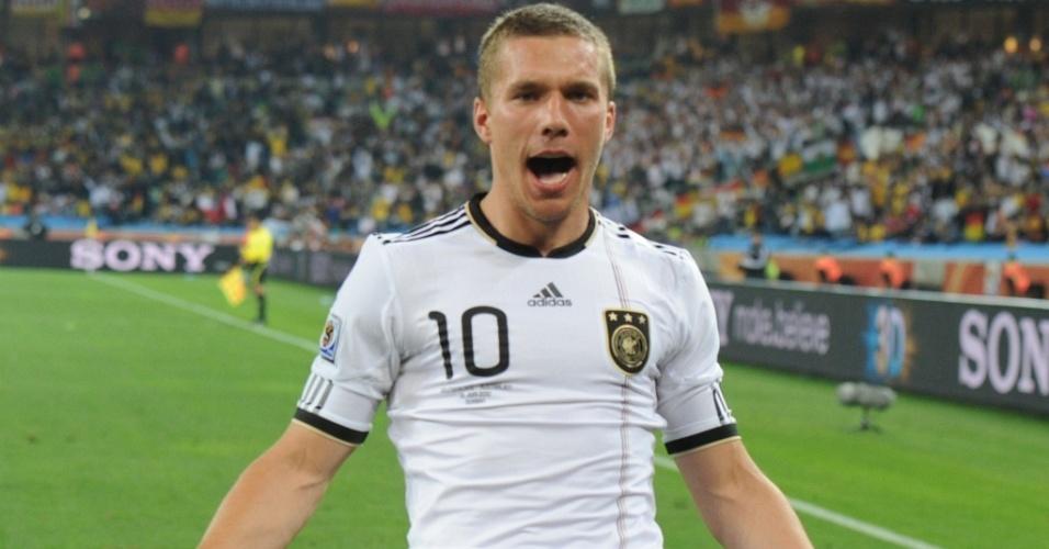 Lukas Podolski, da Alemanha, comemora o seu gol contra a Austrália