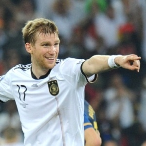 Com bom desempenho na última Copa do Mundo, Mertesacker é pretendido por outros clubes