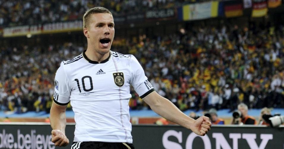 Podolski comemora seu gol na vitória da Alemanha sobre a Austrália por 4 a 0 em Durban
