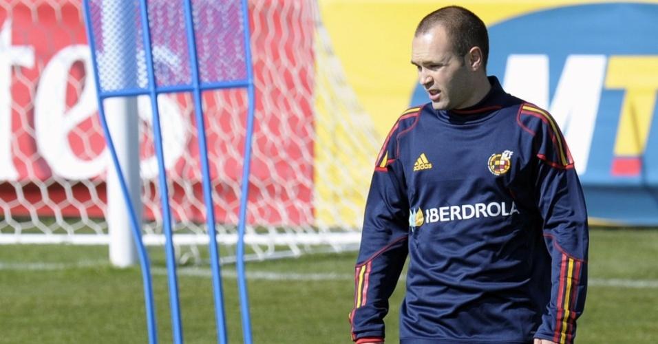 Iniesta participa de primeiro treino da Espanha após sofrer lesão