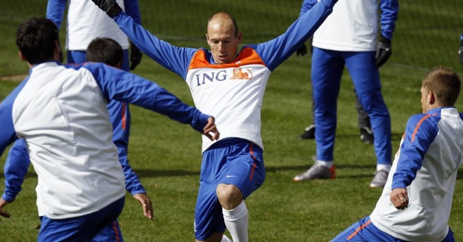 Arjen Robben participa de treino da Holanda na África do Sul