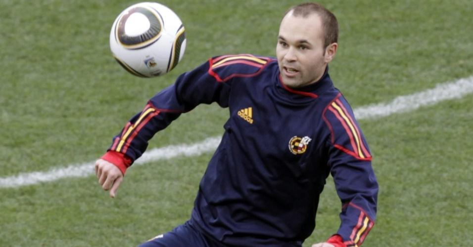 Iniesta treina, mas é dúvida na estreia da Espanha na Copa contra a Suíça