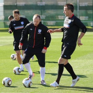 Rooney poderá se juntar ao companheiro de seleção inglesa, Gerrard, no Real Madrid