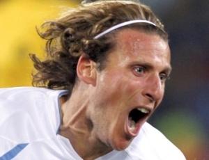 Forlán, eleito o melhor da Copa, comemora gol na vitória do Uruguai sobre a África do Sul