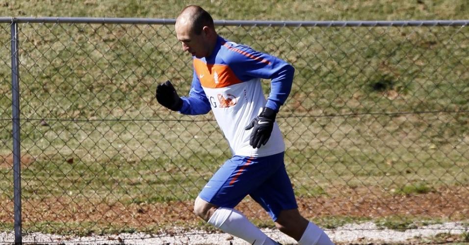 Holandês Robben treina, mas pode perder toda a primeira fase da Copa
