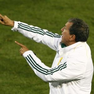 Houve rumores de que Parreira seria substituído por seu assistente no comando da seleção sul-africana