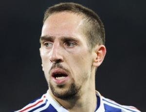 Ribéry ficou pouco tempo na França; ele embarcou para a Alemanha, onde passou por uma cirurgia