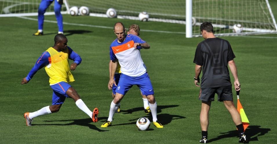 Atacante Robben participa de primeiro treino completo da Holanda