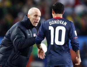 Treinador e estrela dos Estados Unidos se mostraram inconformados com gol anulado