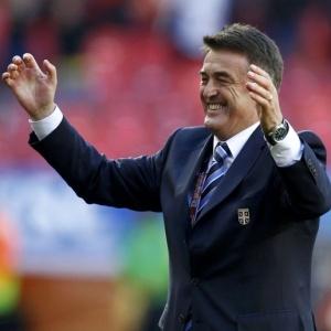 Treinador sérvio Radomir Antic comemora gol de sua seleção na vitória sobre a Alemanha