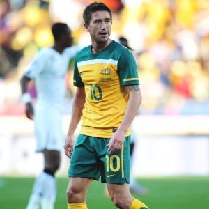 Harry Kewell, da Austrália, foi expulso após colcoar a mão na bola dentro da área contra Gana