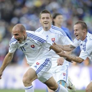 Vittek comemora um dos seus gols contra a Itália; atacante é artilheiro da Copa ao lado de Higuaín