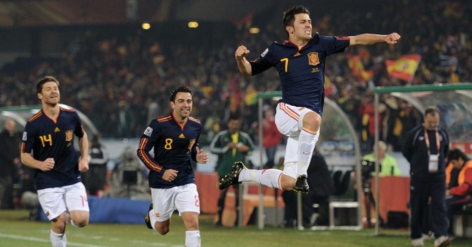 David Villa salta para comemorar o primeiro gol da Espanha contra o Chile