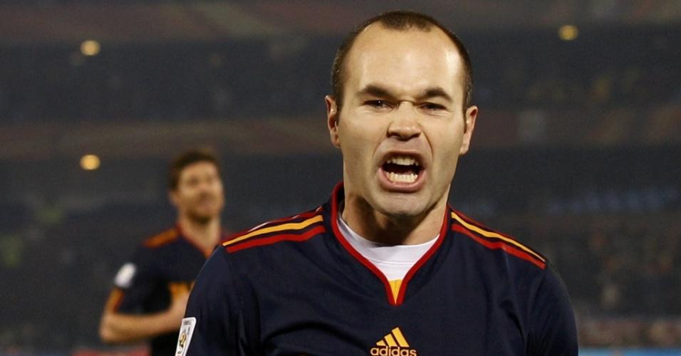 Iniesta comemora o segundo gol da Espanha sobre o Chile