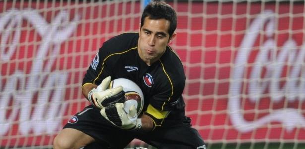Goleiro Claudio Bravo acredita que o Chile pode vencer o Brasil em Minas Gerais