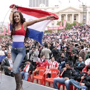 O apoio incondicional ao Paraguai rendeu à moça a condição de musa da Copa do Mundo da África