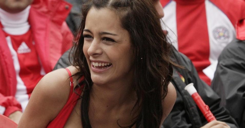 Modelo Larissa Riquelme torce pelo Paraguai em Assunção