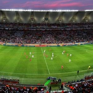 Estádio Nelson Mandela Bay virou dor de cabeça para os organizadores por problemas no gramado