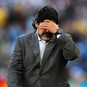 A escolha de permanecer ou não no comando da seleção argentina será exclusiva de Maradona. Nesta terça-feira, o presidente da Associação do Futebol Argentino (AFA), Julio Grondona, afirmou que gostaria de mantê-lo no cargo, mas que essa decisão caberá somente ao treinador. <a href=http://copadomundo.uol.com.br/2010/ultimas-noticias/2010/07/06/presidente-da-afa-veta-demissao-e-diz-que-maradona-continua-se-quiser.jhtm class=mais><b>Leia mais</b></a>