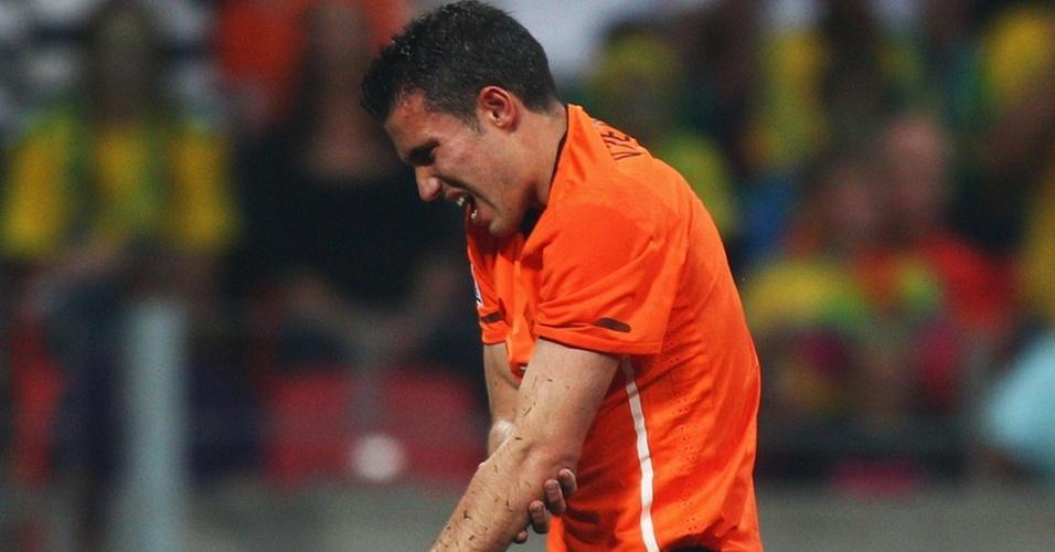 Van Persie saiu com o cotovelo machucado na partida contra o Brasil