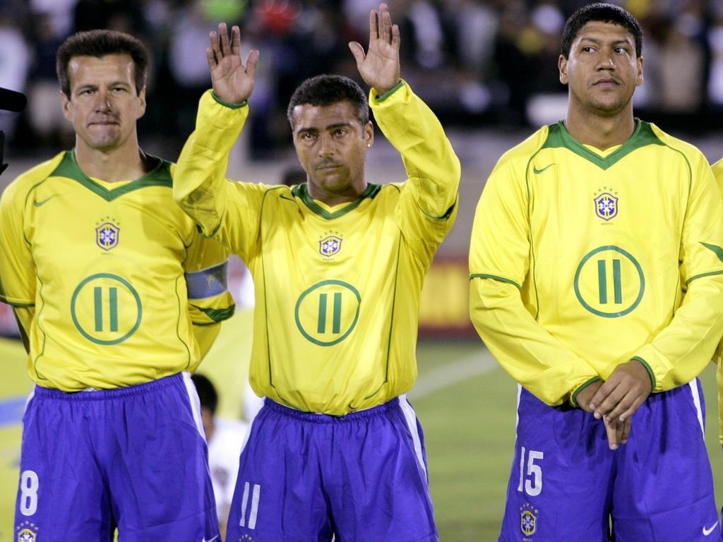 Marcio Santos, Dunga e Romário antes de uma das partidas de despedida do atacante