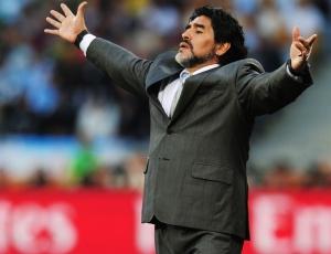 Maradona ainda não definiu seu futuro na seleção da Argentina. O povo quer que ele continue.