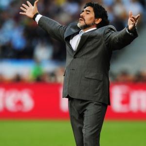 Diego Maradona pode permanecer no comando<br>da seleção argentina após eliminação no Mundial