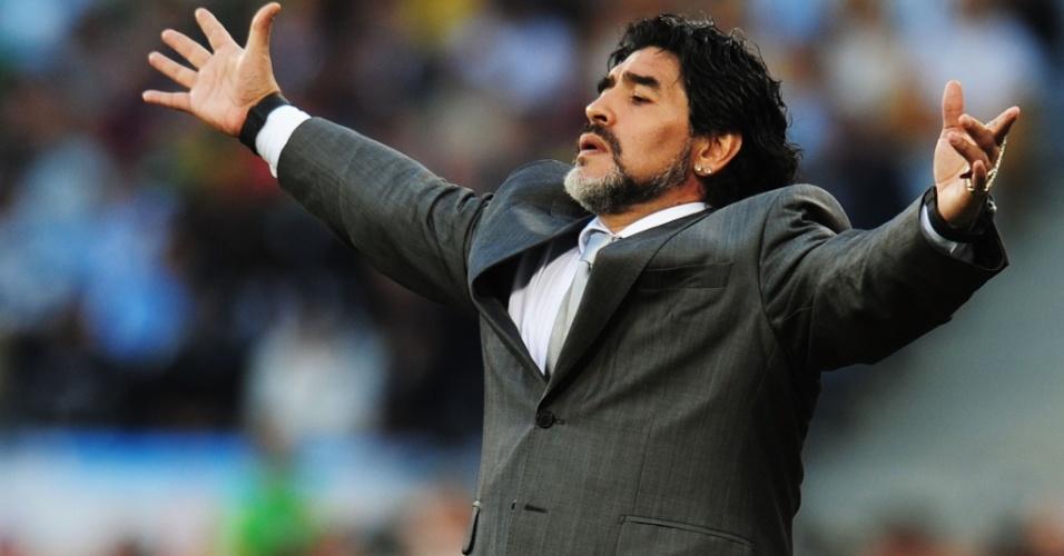 Diego Maradona comanda a seleção argentina na goleada por 4 a 0 sofrida contra a Alemanha
