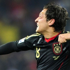 Mesut Özil está muito próximo do Barcelona, mas proposta do Chelsea pode atrapalhar os catalães