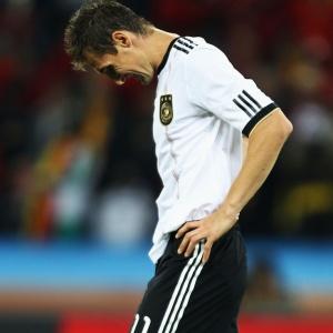 Miroslav Klose lamenta a derrota da seleção alemã para a Espanha na semifinal da Copa do Mundo