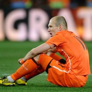 Má pontaria: Robben lamenta dois gols perdidos e exalta intervenção do goleiro espanhol Casillas