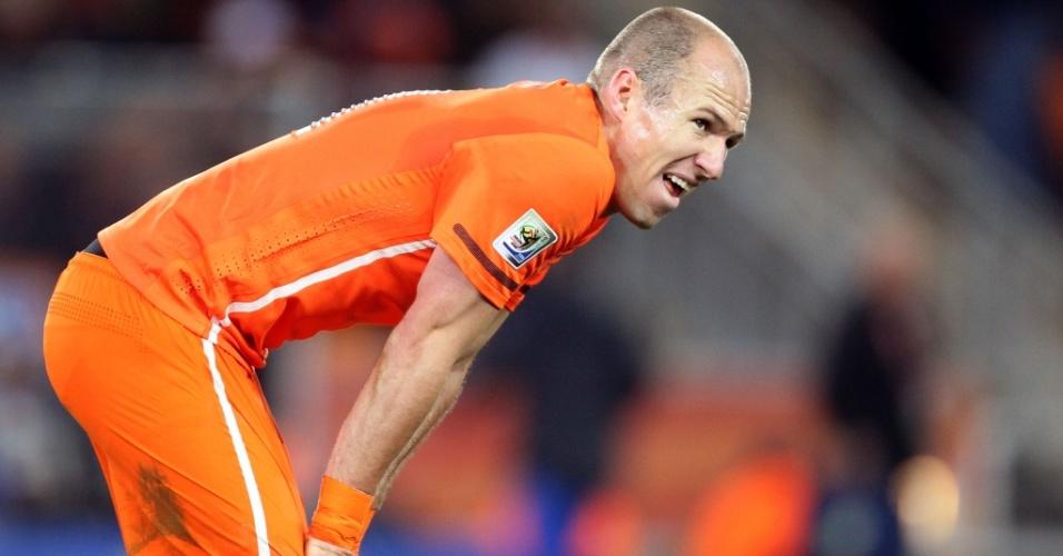 Arjen Robben mostra cansaço ao final do tempo regulamentar de Holanda x Espanha. O jogo foi para a prorrogação