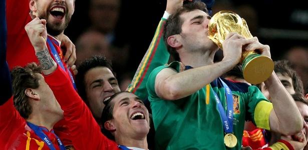 Fúria campeã!: Meias habilidosos e esquema ofensivo dão Copa à Espanha