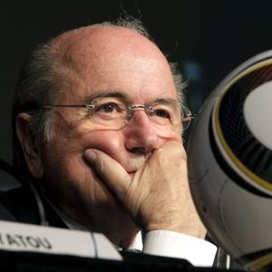 Joseph Blatter promete renovação no quadro de árbitros da Fifa após polêmicas na Copa do Mundo