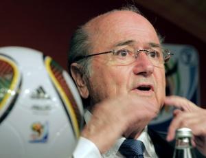 Joseph Blatter concordou com as boas condições da Inglaterra, favorita para ser sede da Copa 2018