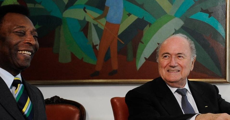 Pelé e Blatter discutem mudanças na organização da Copa-2014 após a renúncia de Ricardo Teixeira